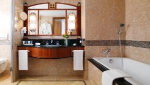 מלון קמפינסקי חדר אמבטיה