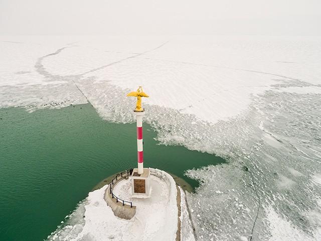 אגם בלטון הקפוא בחורף