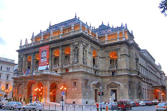 בית האופרה מבחוץ