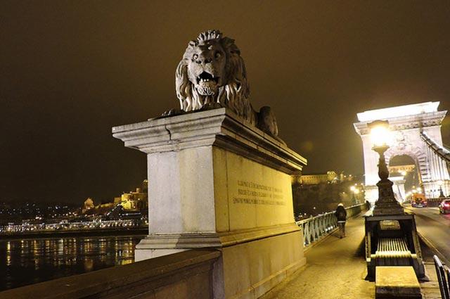 האריה שבגשר השלשלאות
