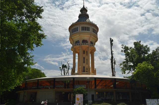 מגדל המים באי מרגיט